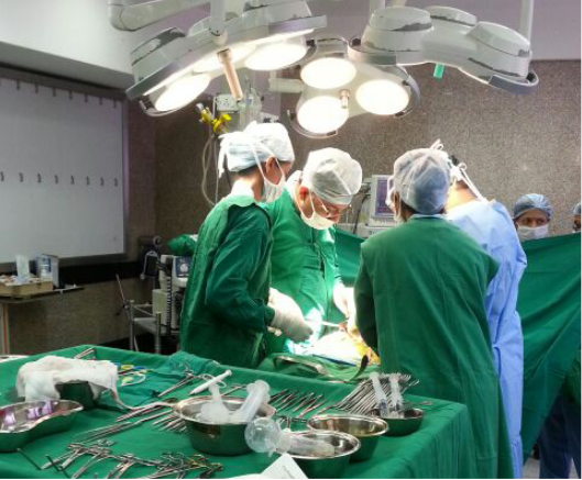 urology-surgeon-performing-surgery