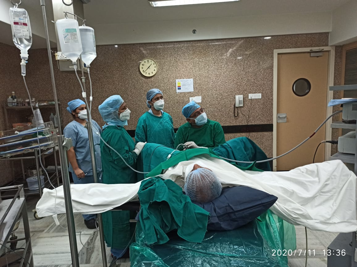 urologist-surgeon-performing-surgery-in-hospital